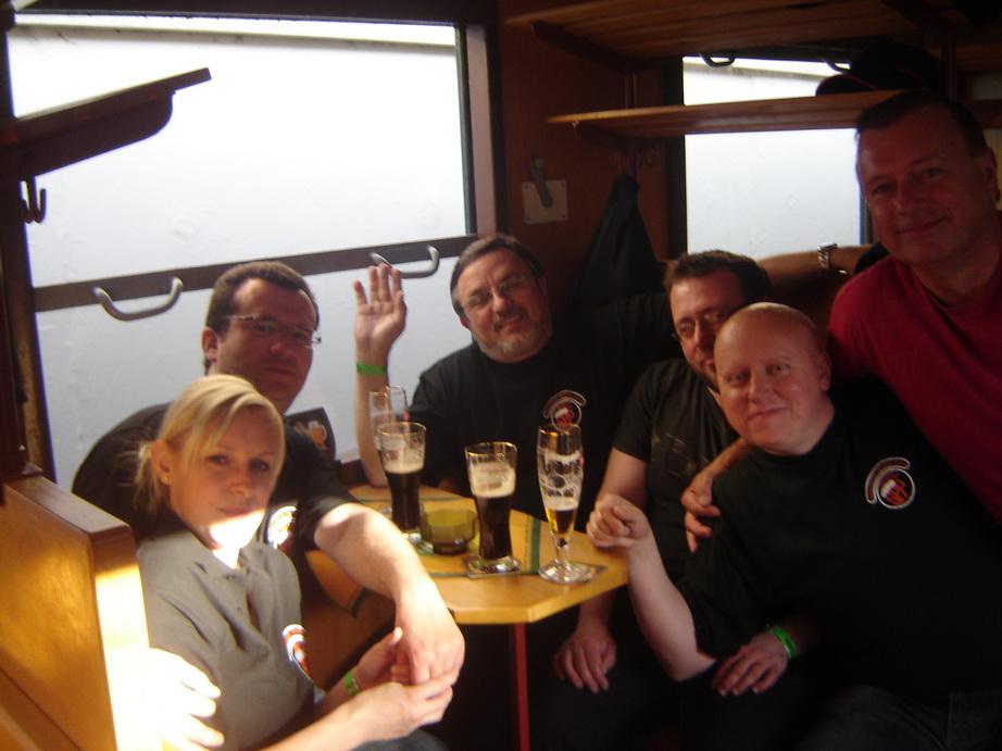 13_spolecny-pripitek-v-pivovarskem-vagone