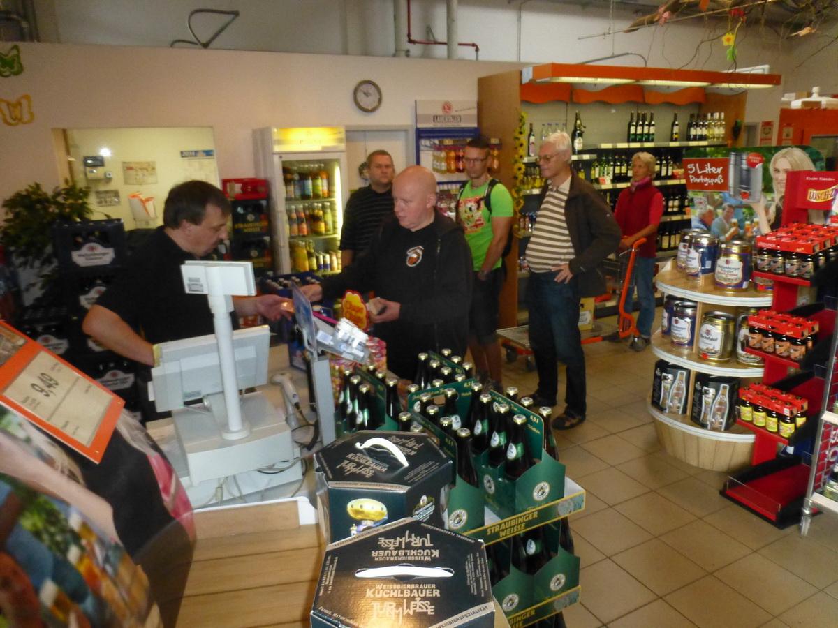 002_v-abensbergu-v-obchode-s-pivem-jsme-se-zdrzeli