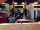 51_Společné foto u varny se zástupci malých švýcarských pivovarů a domovarníků